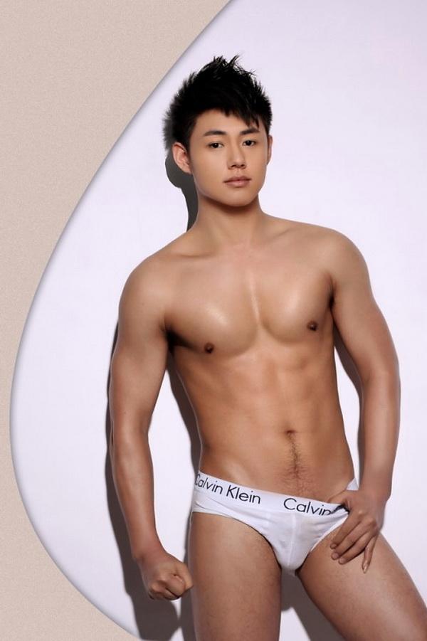 Фото голых мужчин из азии заинтриговал